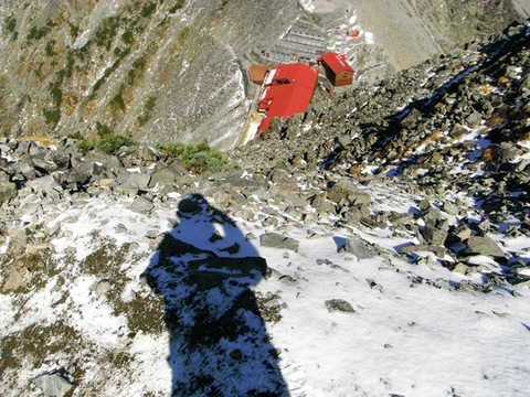 A7奥穂高岳山荘への下り.jpg
