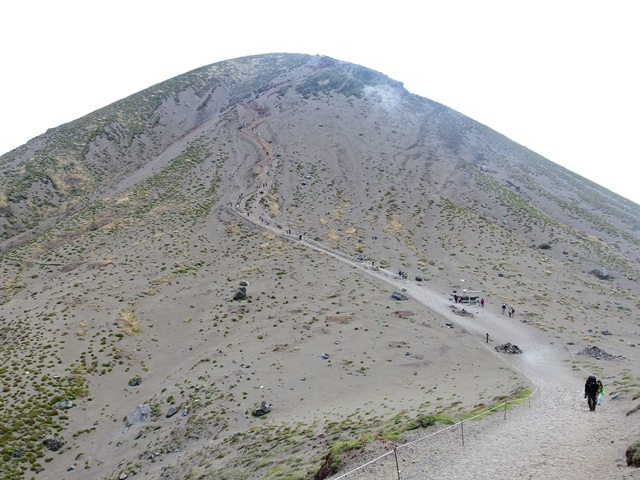 0503K13高千穂峰脊門丘.jpg